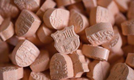 Cientos de pastillas con el escudo del Barça