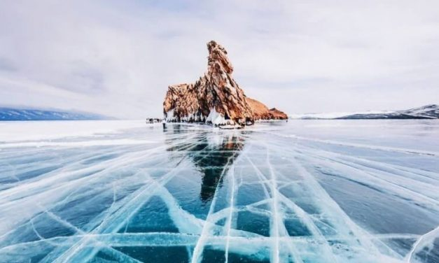 El lago más hermoso de la Tierra es muy profundo y limpio