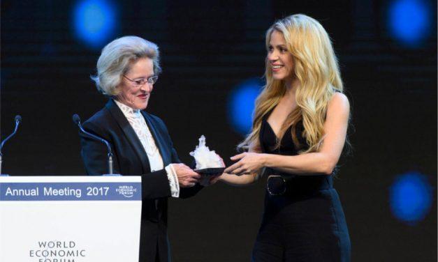 Shakira es premiada por su apoyo a la educación