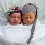 Preciosas imágenes de gemelos
