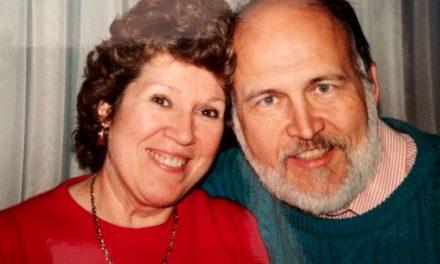 Se pasó 40 años almacenando cajas en el ático, hasta el día que su esposa las descubrió…