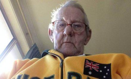 Este anciano encontró a su compañero ideal de pesca a través de Internet