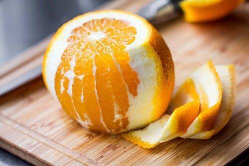 La cáscara de la naranja tiene propiedades muy beneficiosas