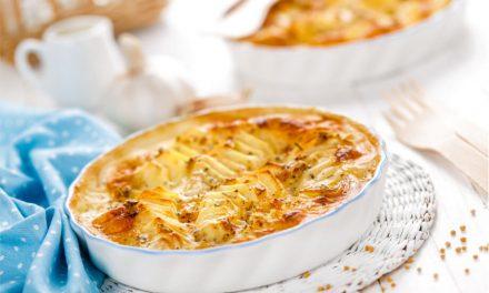 Patatas con setas y hierbas frescas gratinadas