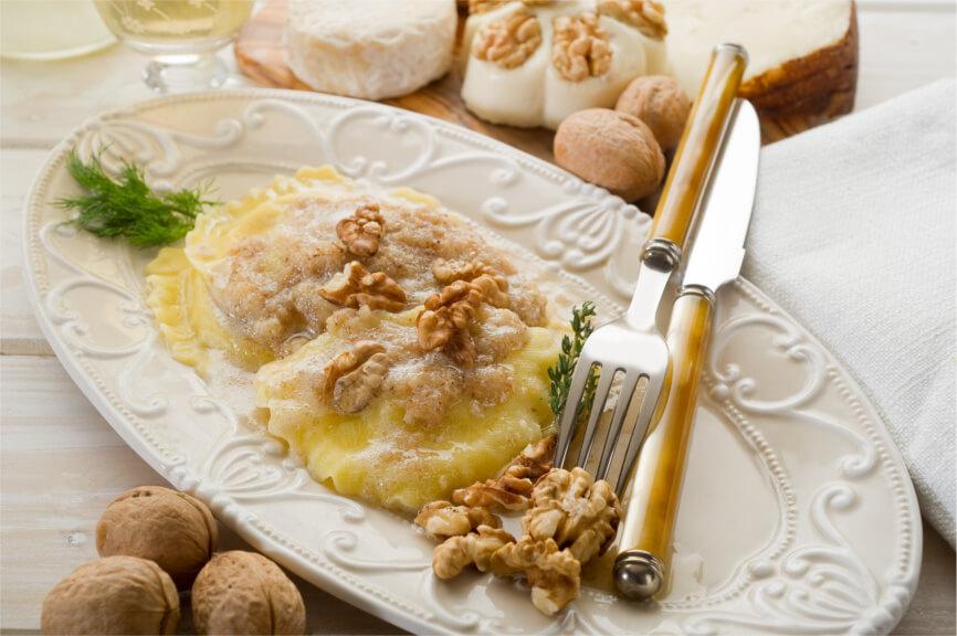 Rica pasta italiana: Raviolis de setas con salsa de nueces
