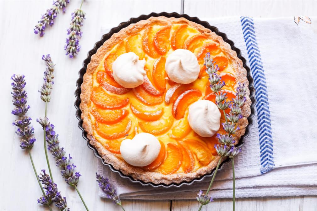 Tarta de frutas con merengue