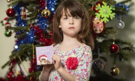 Des prisonniers envoient un appel au secours dans une carte de Noël