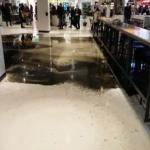 Bajsvatten sprutade ner besökarna i köpcentrum